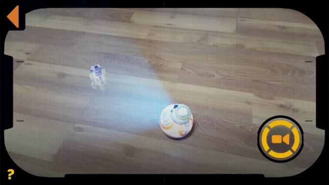 영화에서 홀로그램 메시지를 보듯 BB-8을 통해 영상을 볼 수 있다. - 이우상 기자 idol@donga.com, 어플리케이션